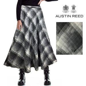 Austin Reed Wool Blend White/Black Plaid Skirt 12